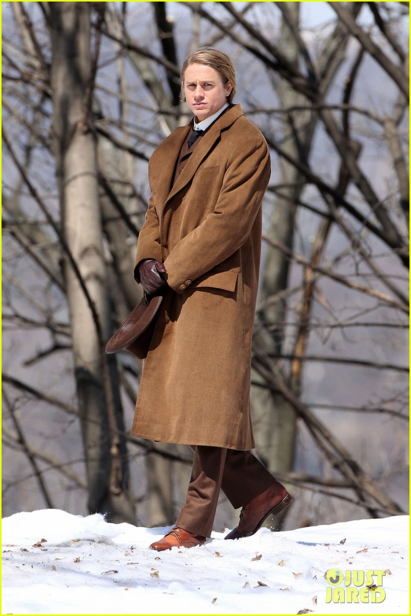 charlie hunnam crimson peak first set photos 01