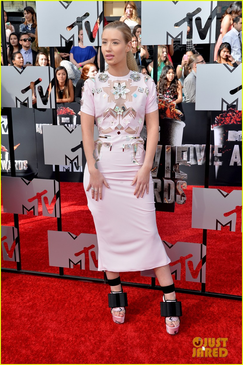 iggy azaleas funky fresh heels are super chic on mtv movie awards 2014 red carpet 023091336