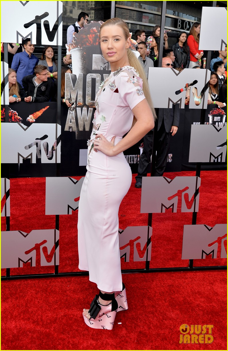 iggy azaleas funky fresh heels are super chic on mtv movie awards 2014 red carpet 03