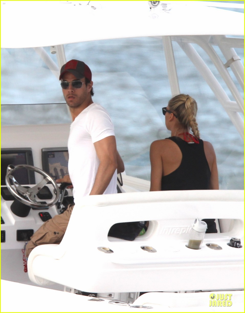 enrique iglesias spend easter with anna kournokiva  023095989