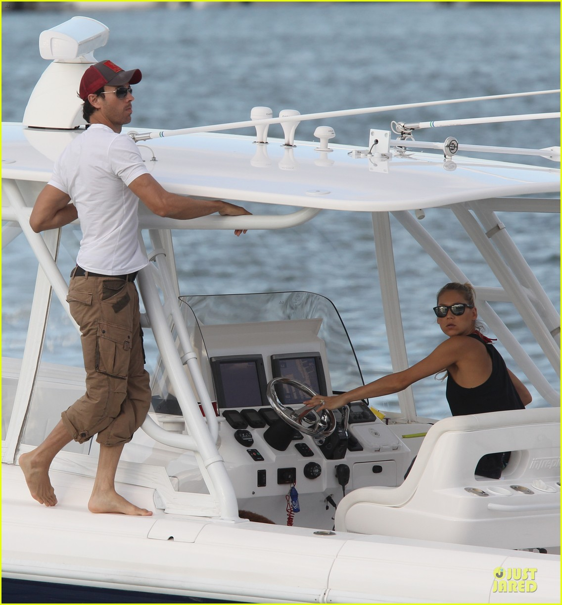enrique iglesias spend easter with anna kournokiva  05