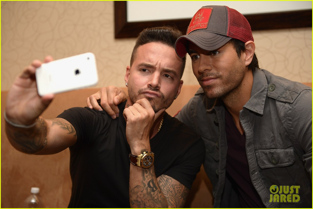 enrique iglesias announces fall tour with pitbull j balvin at billboard event 013098083