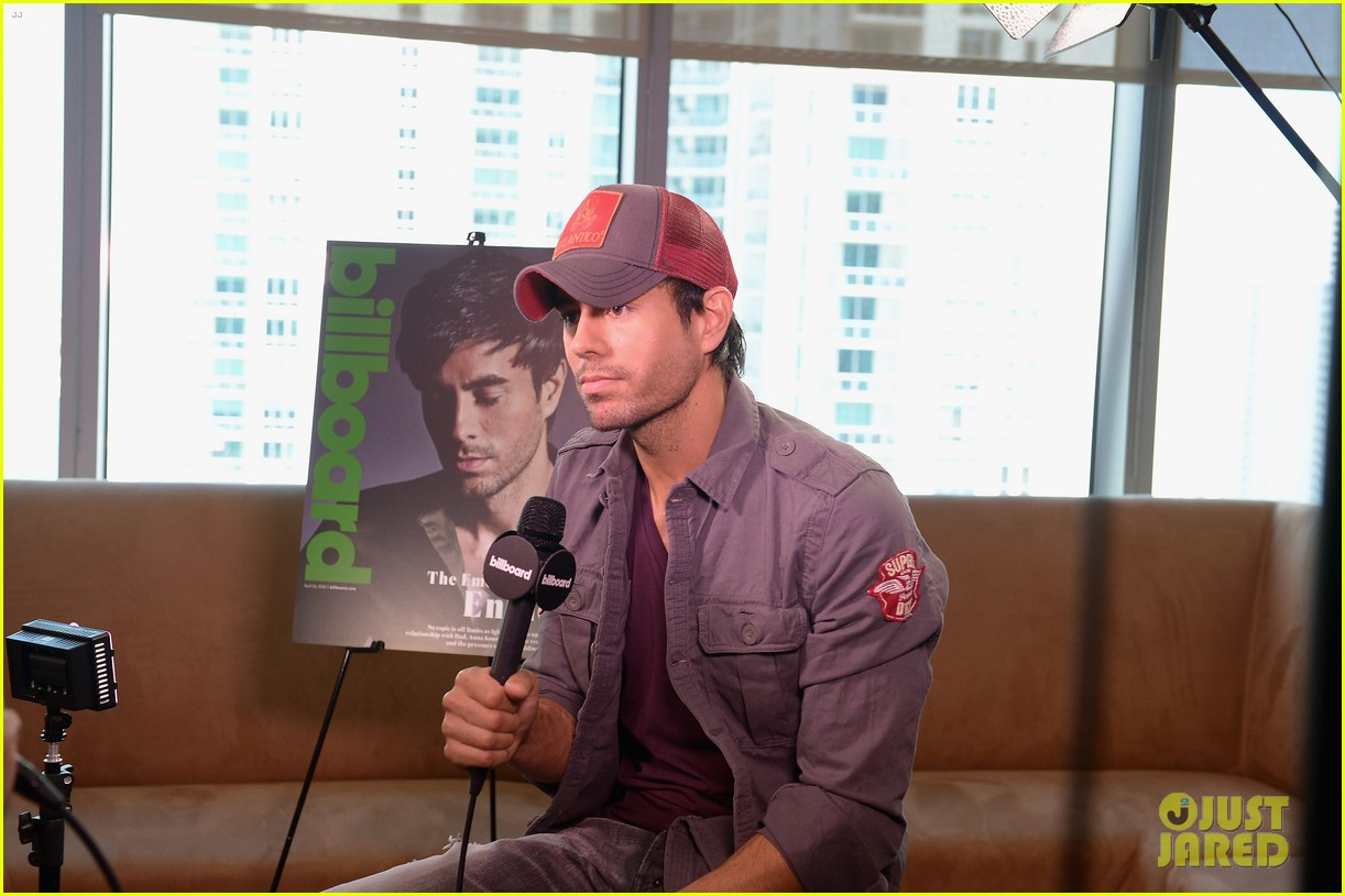 enrique iglesias announces fall tour with pitbull j balvin at billboard event 053098087