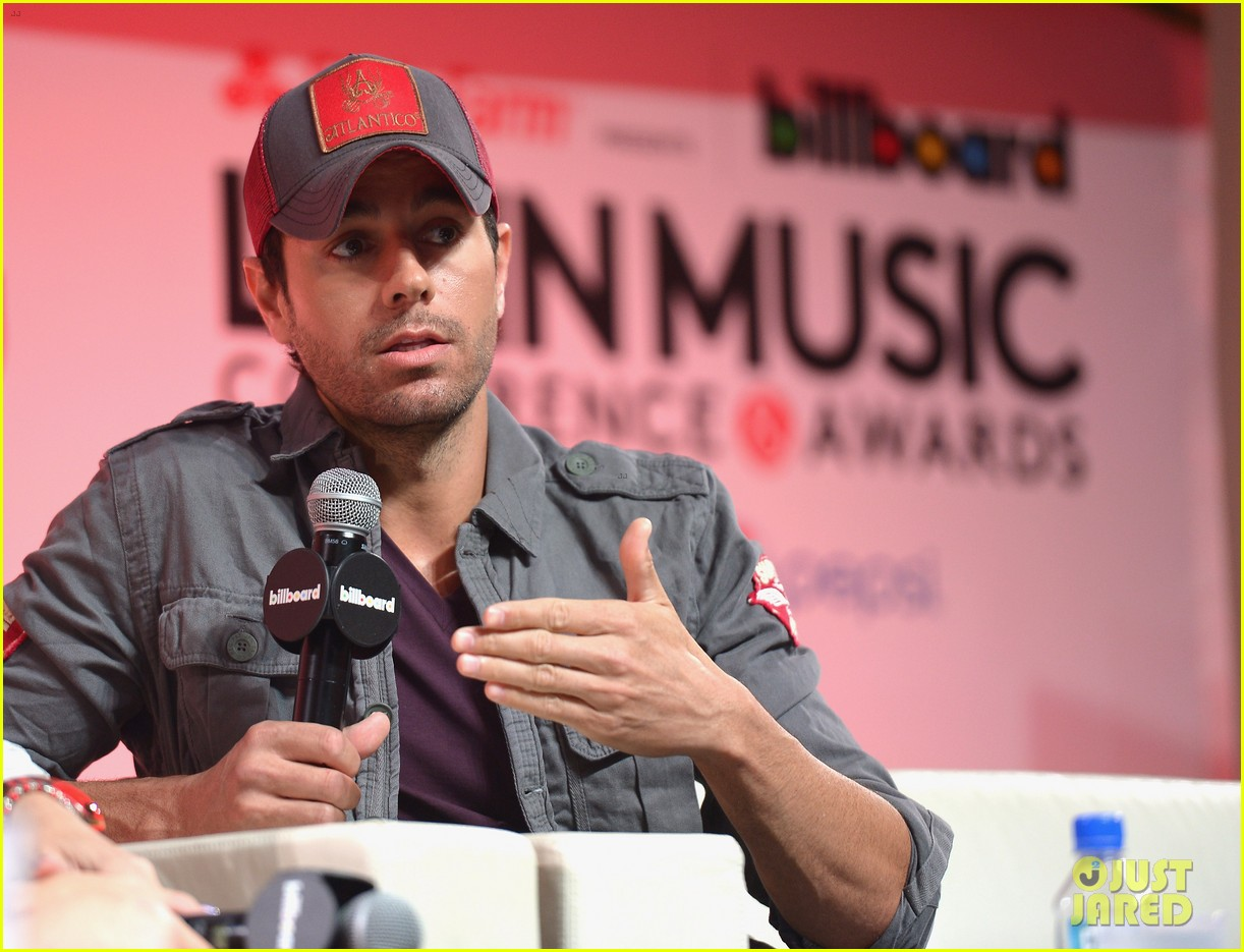 enrique iglesias announces fall tour with pitbull j balvin at billboard event 063098088