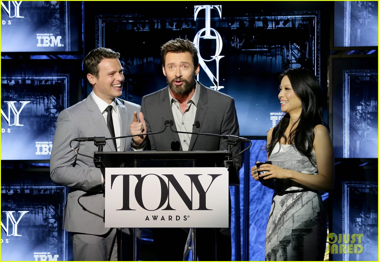 hugh jackman surprises jonathan groff lucy liu at tony awards announcements 113101572