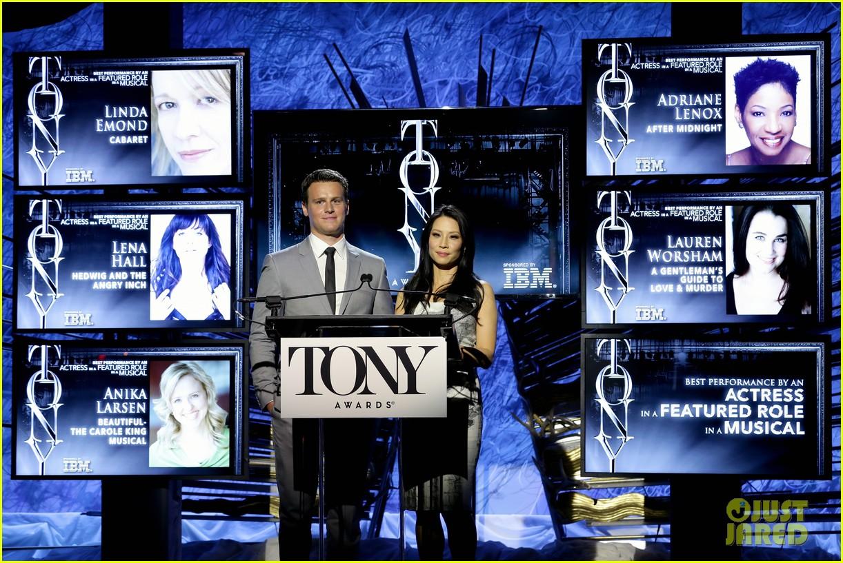 hugh jackman surprises jonathan groff lucy liu at tony awards announcements 133101574