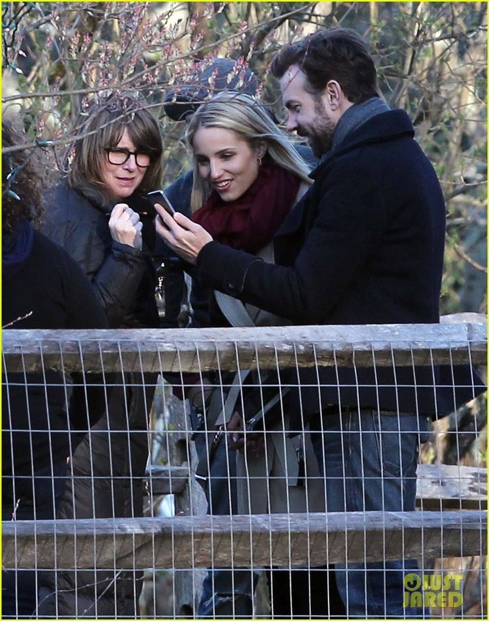 jason sudeikis shows dianna agron pictures of baby otis 033099240
