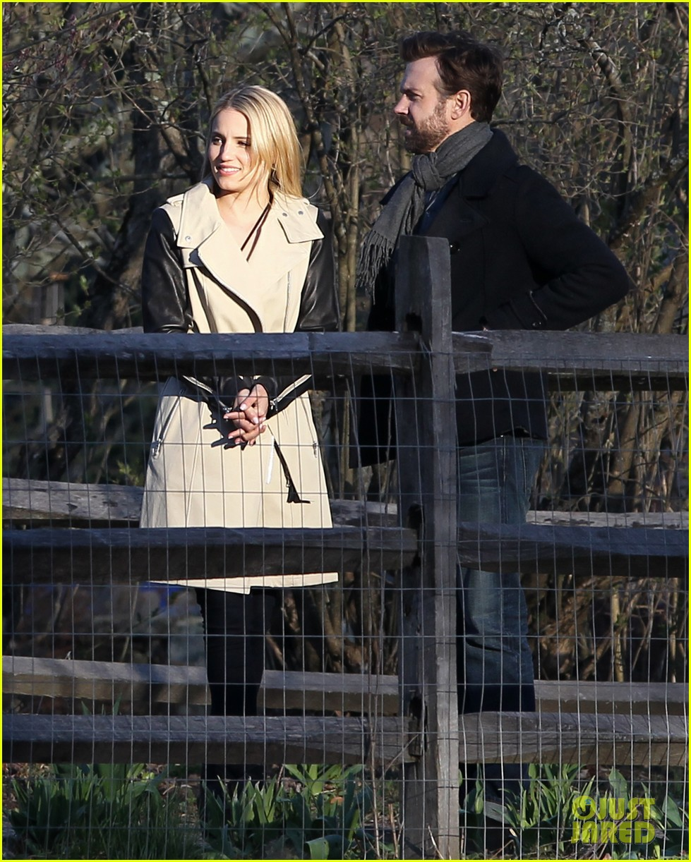 jason sudeikis shows dianna agron pictures of baby otis 043099241