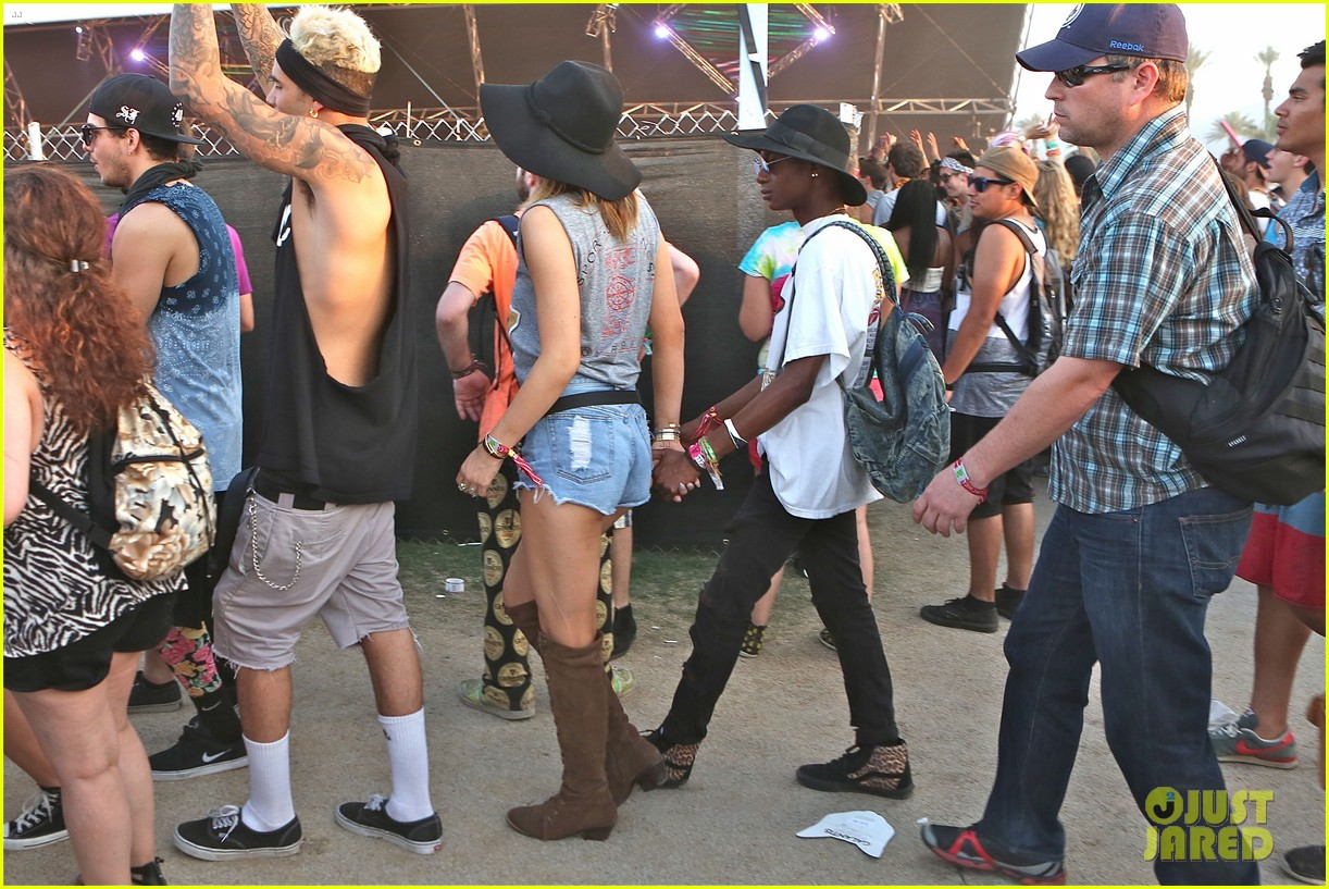 kendall kylie jenner bring their bodyguards to coachella 033095446