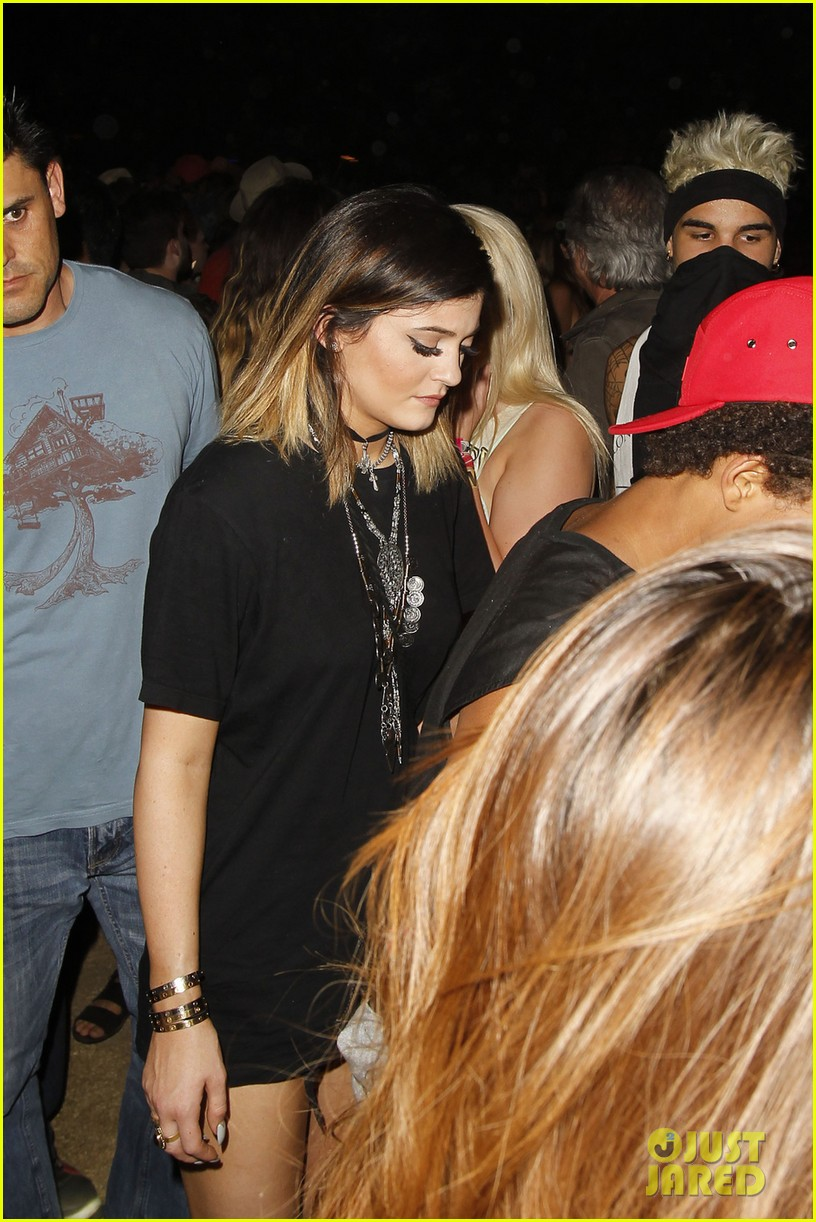 kylie jenner willow smith attend final coachella show 013096373