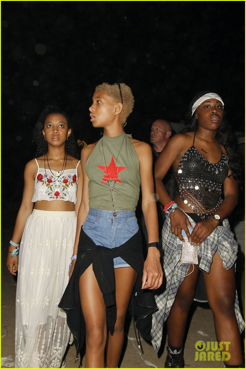 kylie jenner willow smith attend final coachella show 033096375