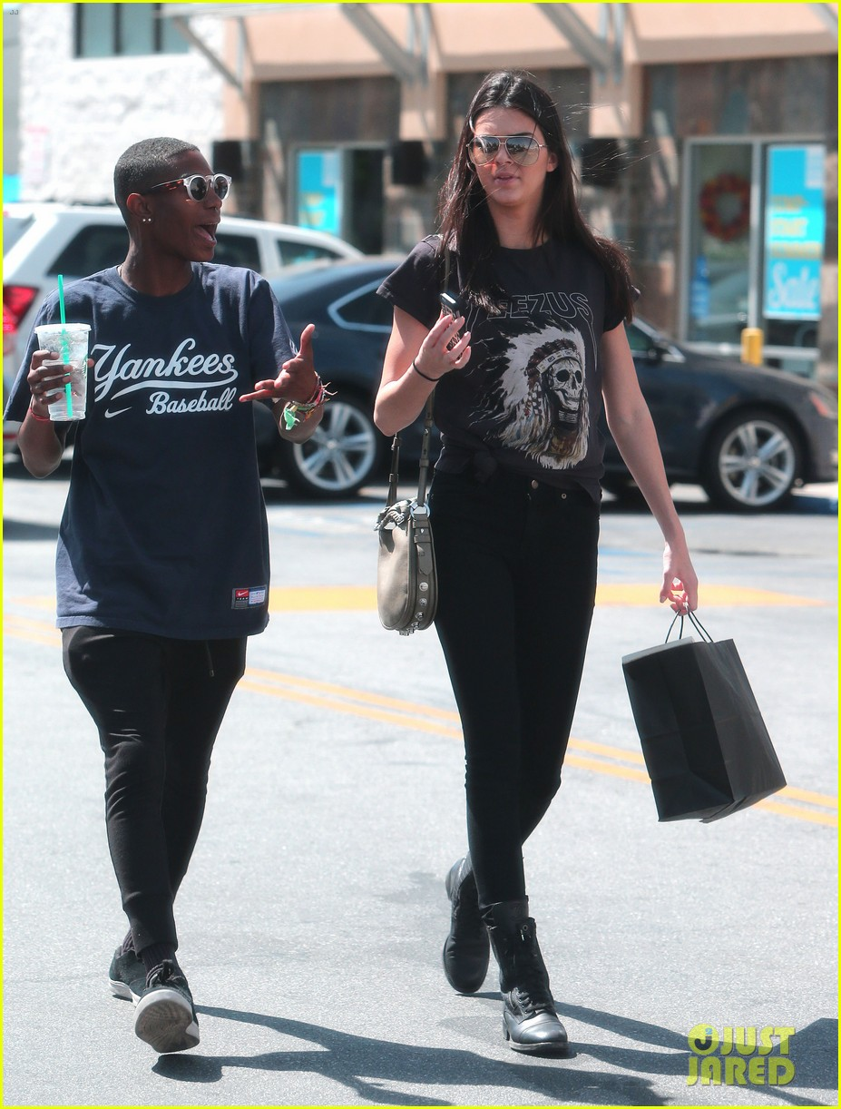 kendall jenner loves her fans so much it makes her sick 083098019