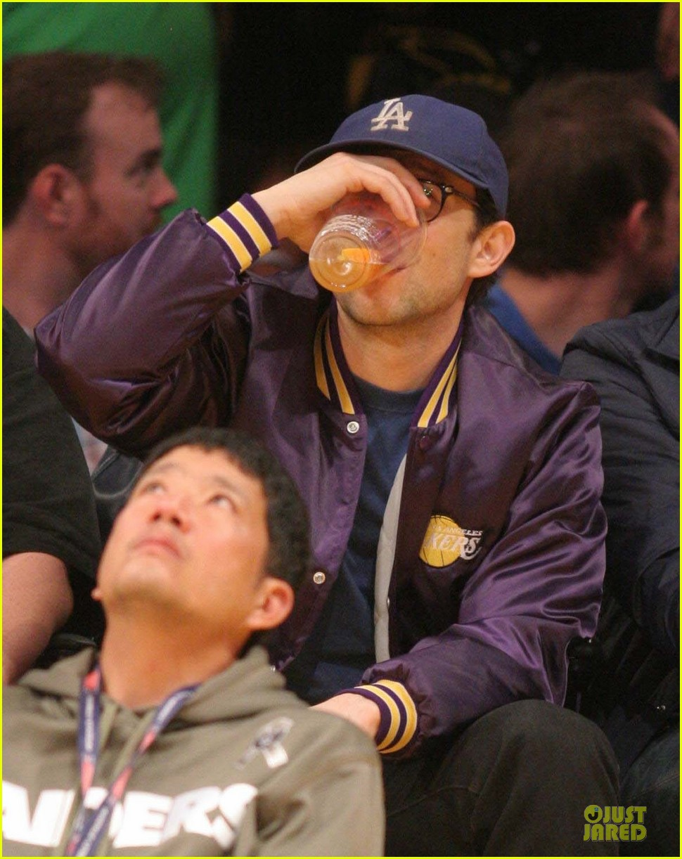 joseph gordon levitt handsome lakers cheerleader 063082511