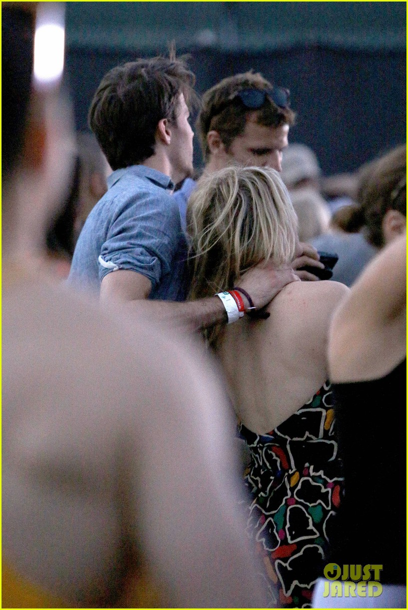 joe jonas dianna agron desert pool party pals coachella 273090573