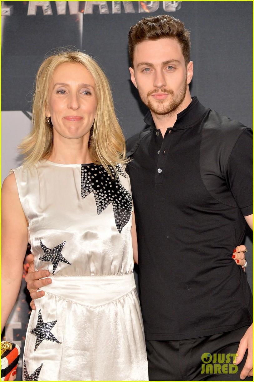 aaron taylor johnson poses with wife sam taylor johnson at mtv movie awards 2014 013091392