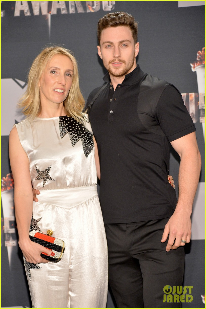 aaron taylor johnson poses with wife sam taylor johnson at mtv movie awards 2014 043091395