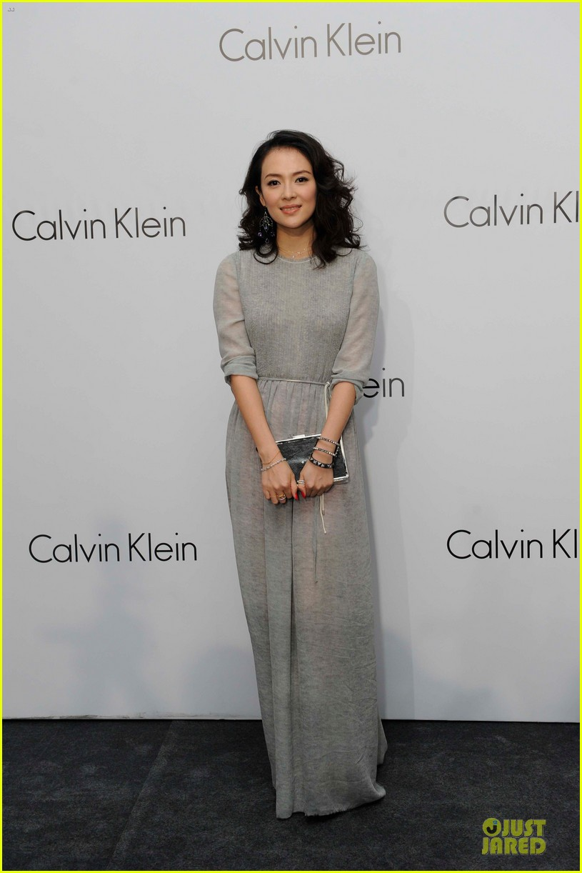 dakota johnson ziyi zhang celebrate calvin klein 013089667