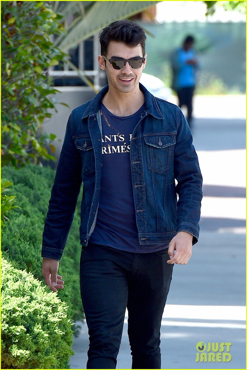 nick jonas is looking more more jacked every day 063098131