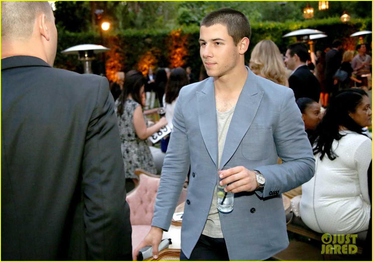 nick jonas shows his support for communities in schools of los angeles 033102337