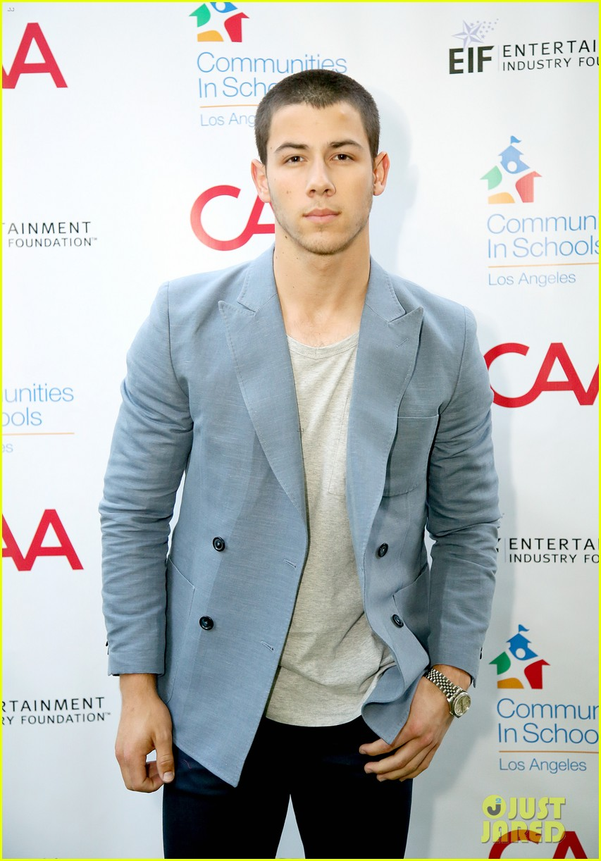 nick jonas shows his support for communities in schools of los angeles 113102345
