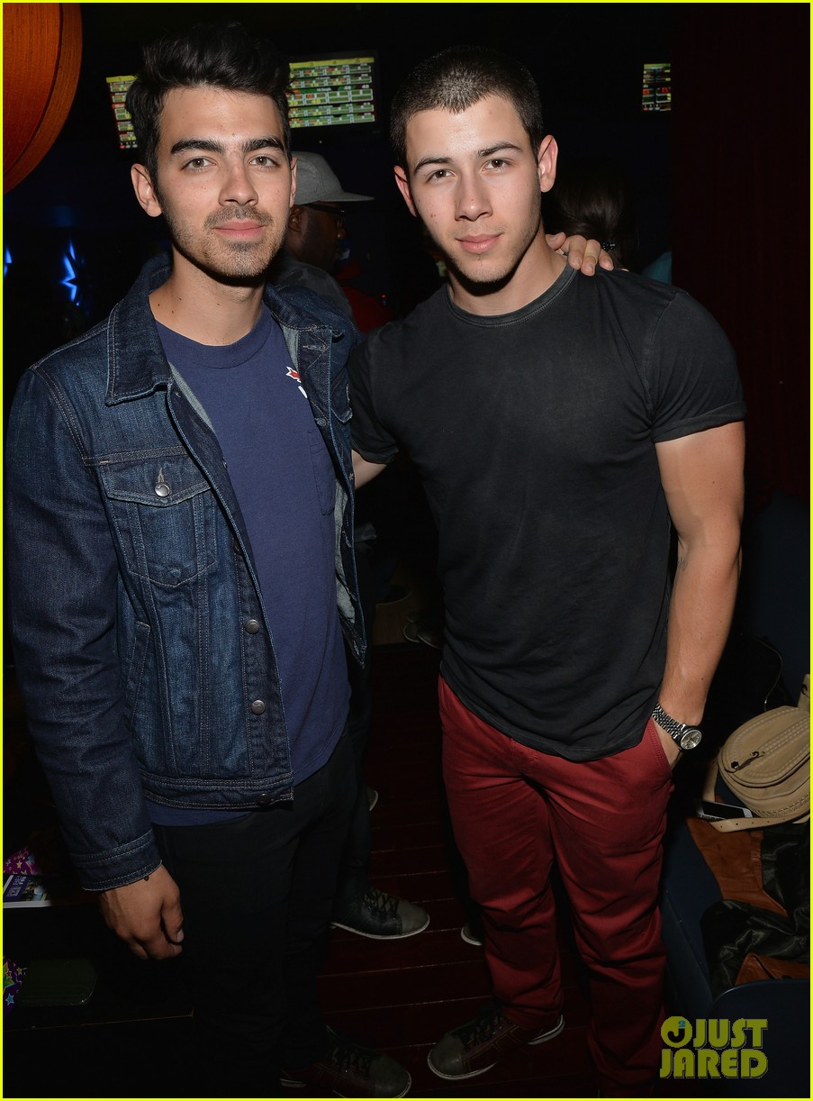 nick jonas girlfriend olivia culpo make one cute couple at best buddies bowling 013100575