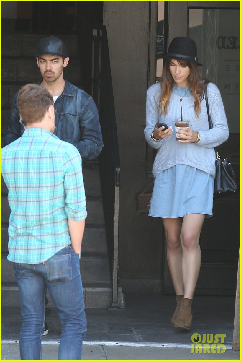 joe jonas blanda eggenschwiler use fashionable hats to keep the suns rays away 013082855