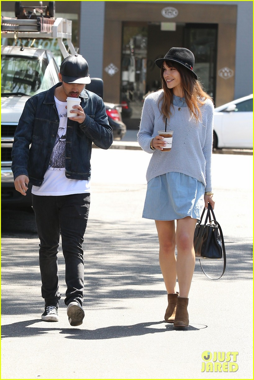 joe jonas blanda eggenschwiler use fashionable hats to keep the suns rays away 073082861