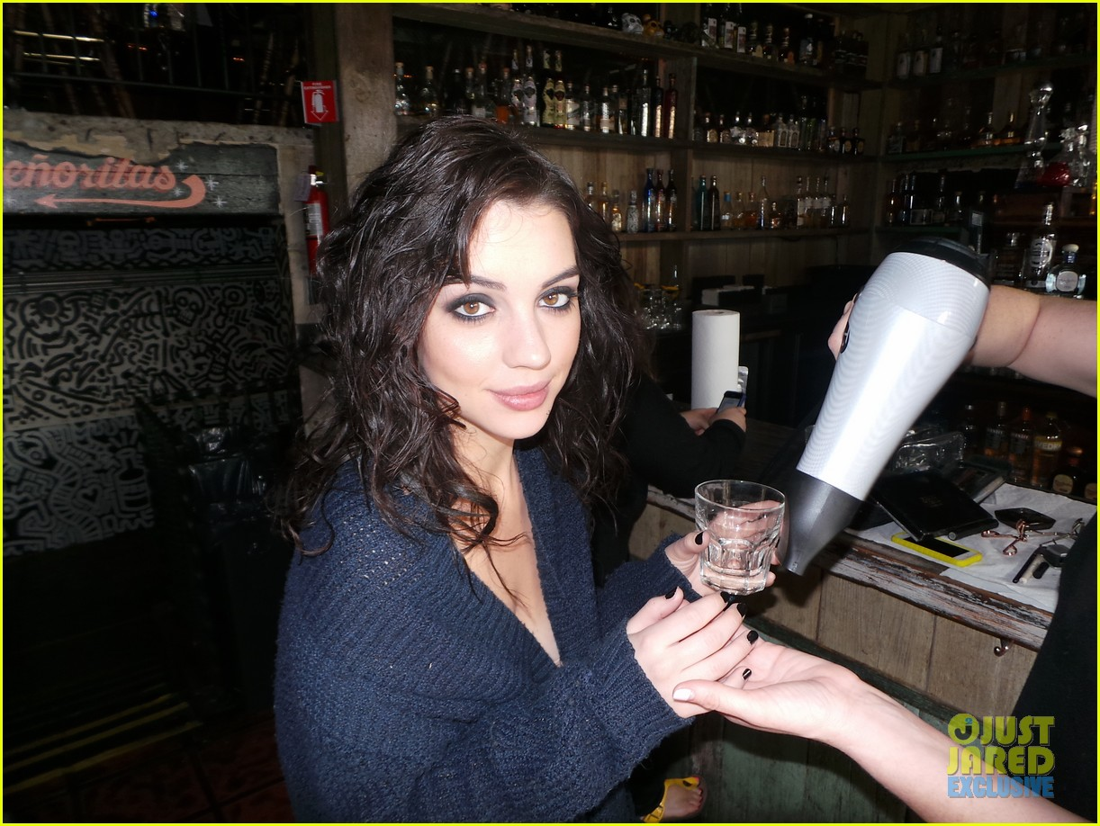 adelaide kane just jared spotlight series behind the scenes photos 013092511