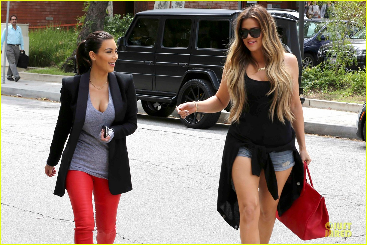 kim kardashian likes to tell sis khloe to drink it up 043099361
