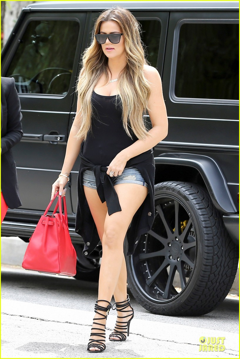 kim kardashian likes to tell sis khloe to drink it up 093099366