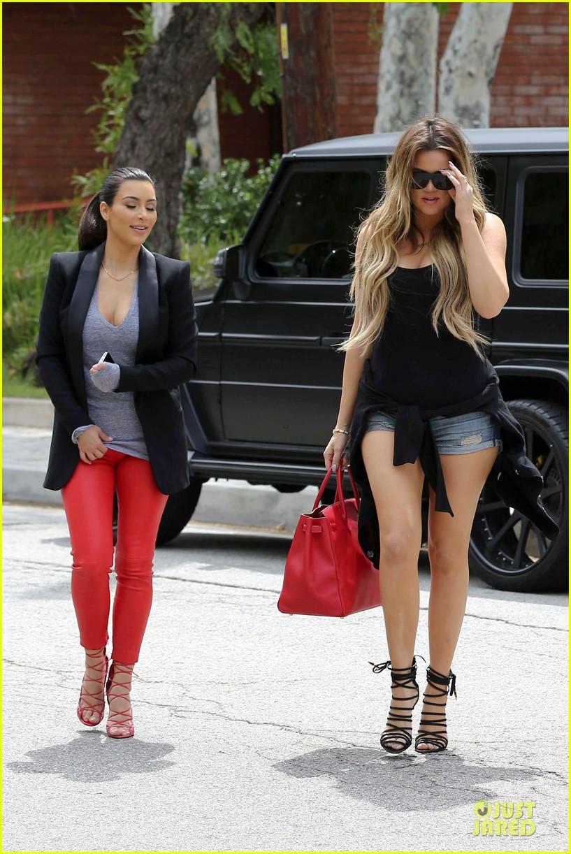 kim kardashian likes to tell sis khloe to drink it up 103099367
