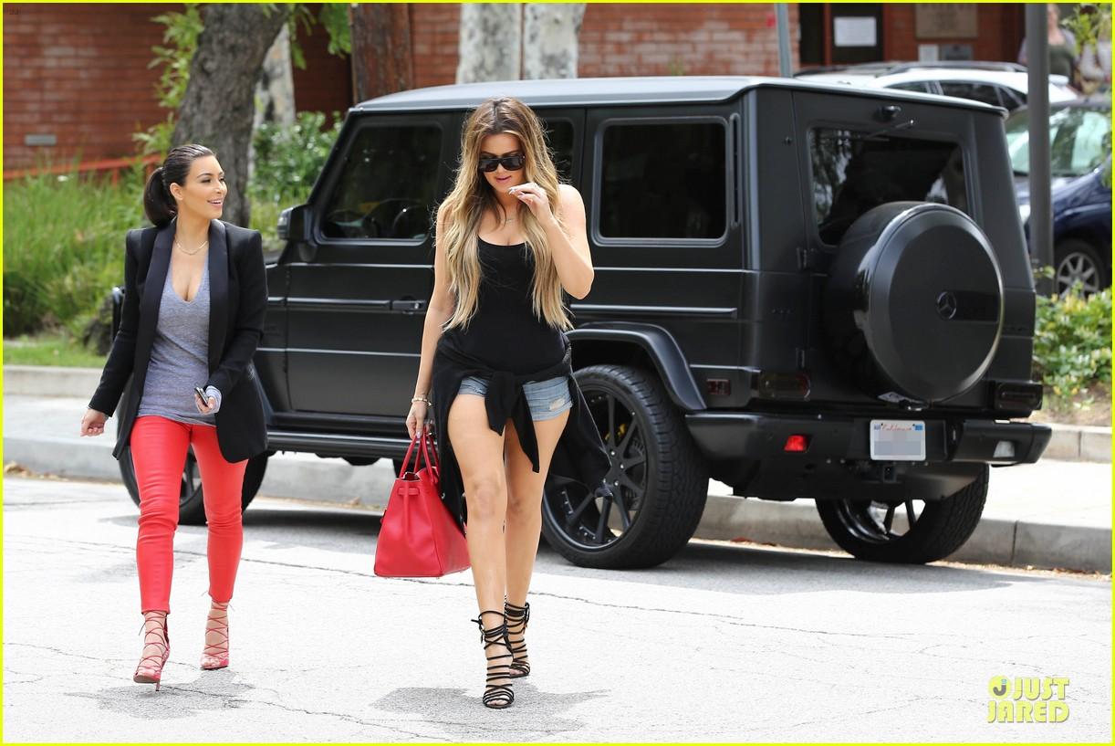 kim kardashian likes to tell sis khloe to drink it up 203099377