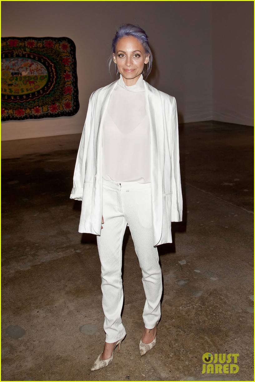kim kardashian katy perry step out to support marianne williamson 03
