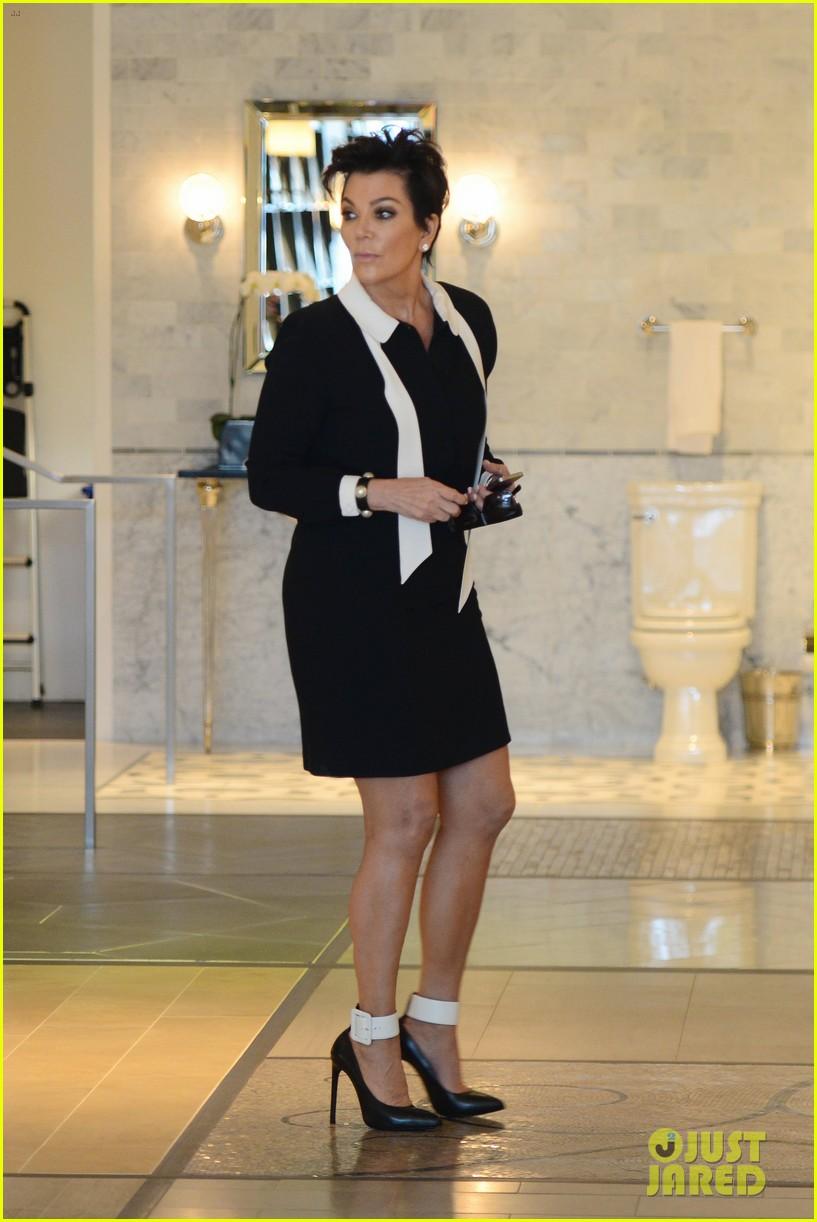 khloe kardashian endorses the messy bun hairstyle 11