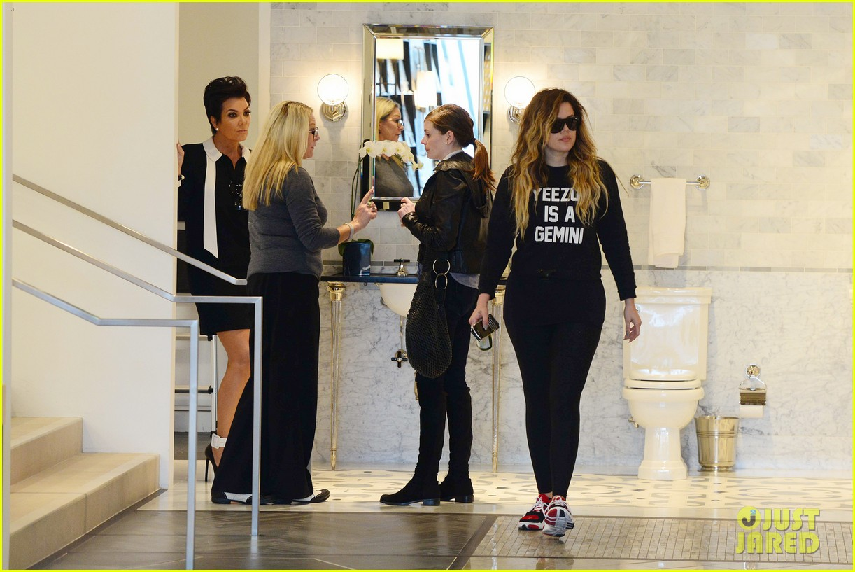 khloe kardashian endorses the messy bun hairstyle 143098715