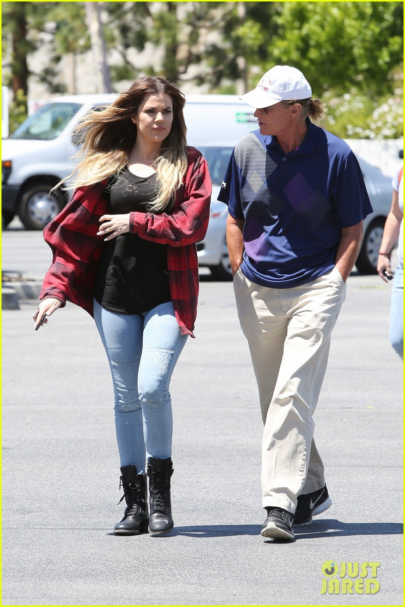 khloe kardashian kylie jenner basically wore the same outfit 093102191