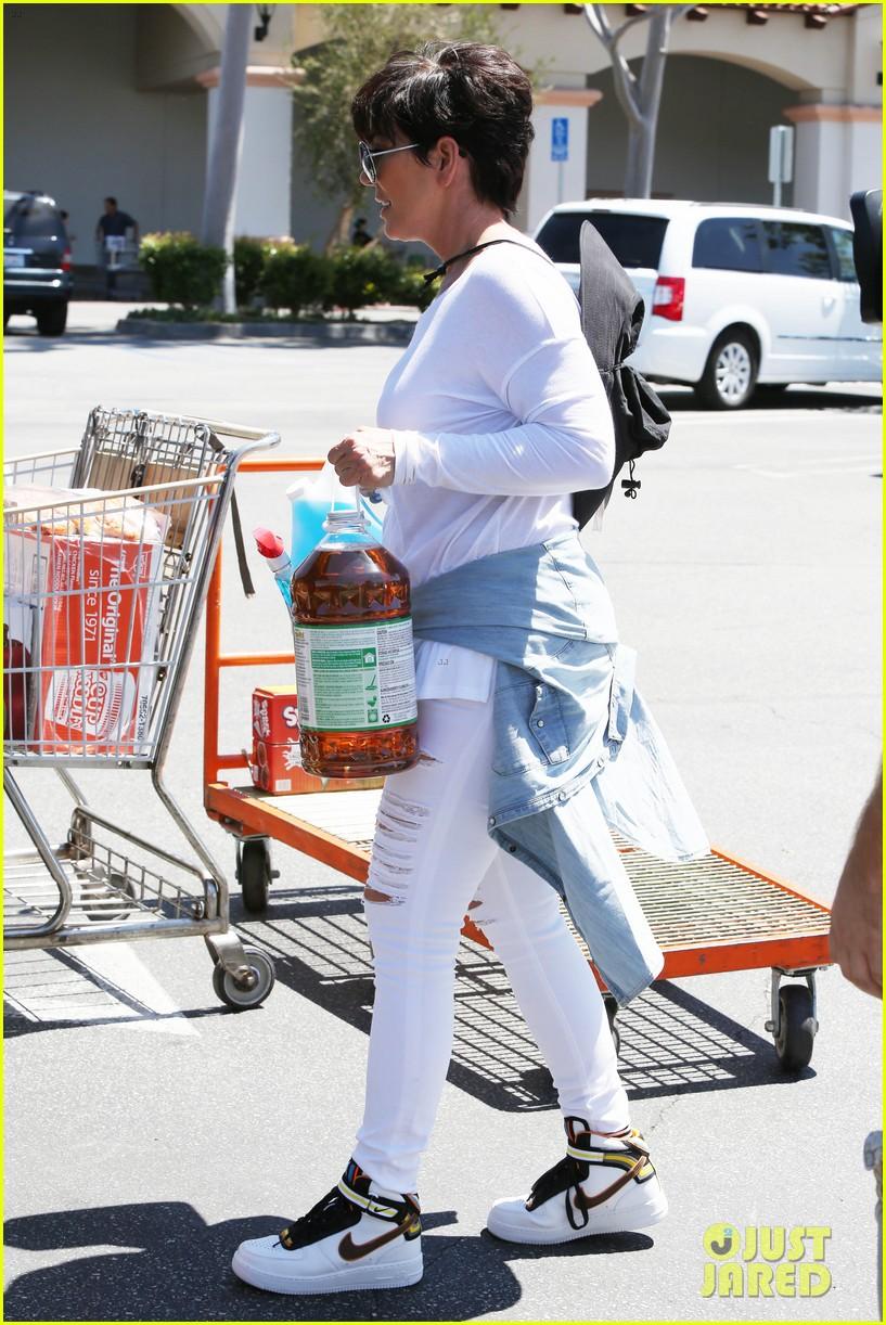 khloe kardashian kylie jenner basically wore the same outfit 183102200