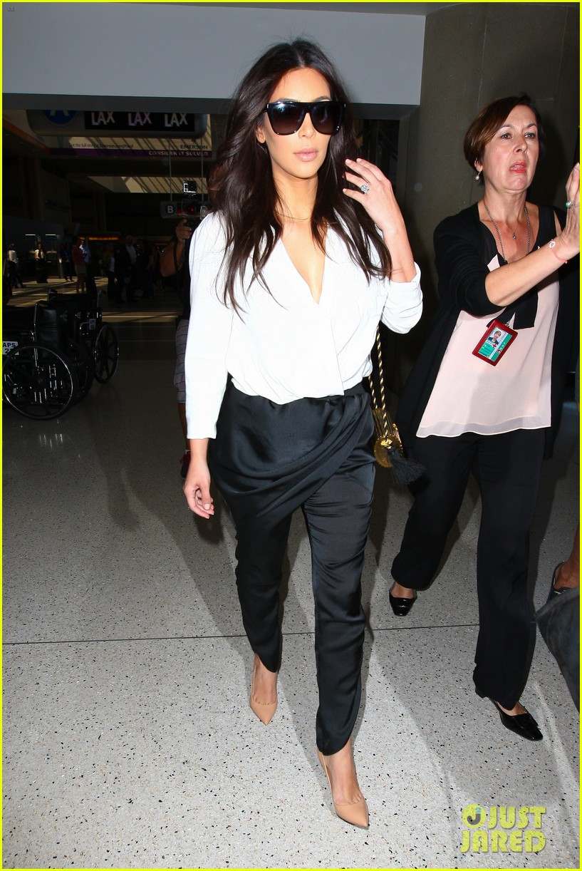 kim kardashian flies out of town amid new wedding rumors 023101771