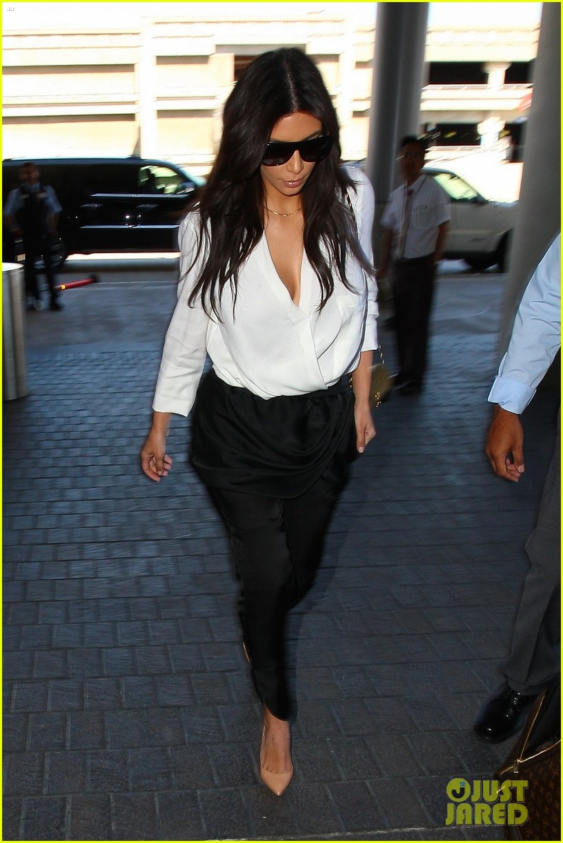 kim kardashian flies out of town amid new wedding rumors 113101780