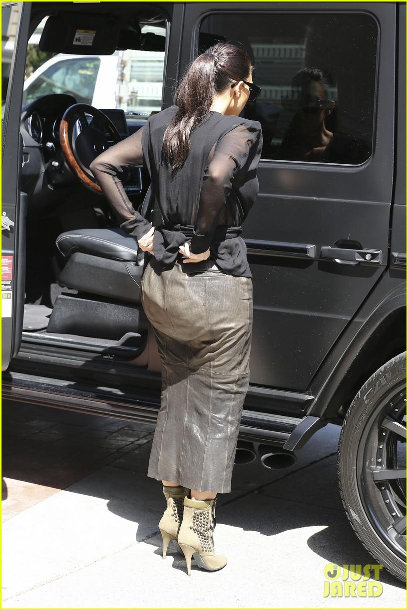 kim kardashian goes shopping for bikinis with mom kris jenner 053097740