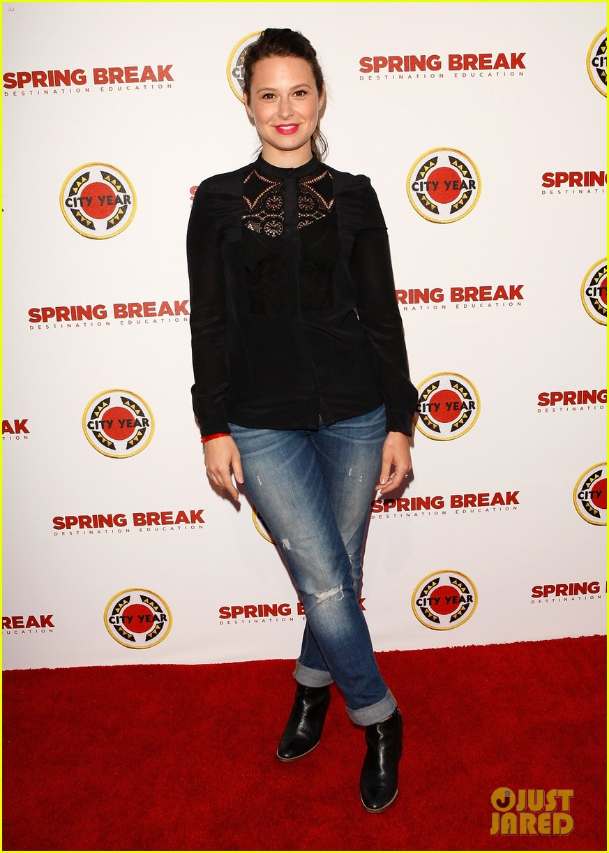 katie lowes julie bowen city year los angeles 2014 05