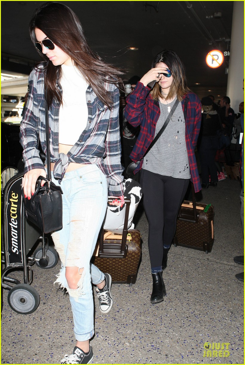 kendall kylie jenner arrive with bruce kris 013083596