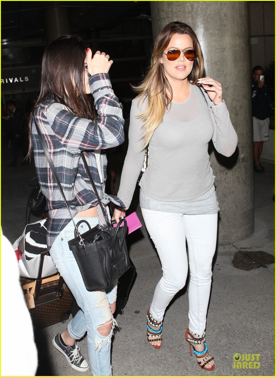 kendall kylie jenner arrive with bruce kris 033083598