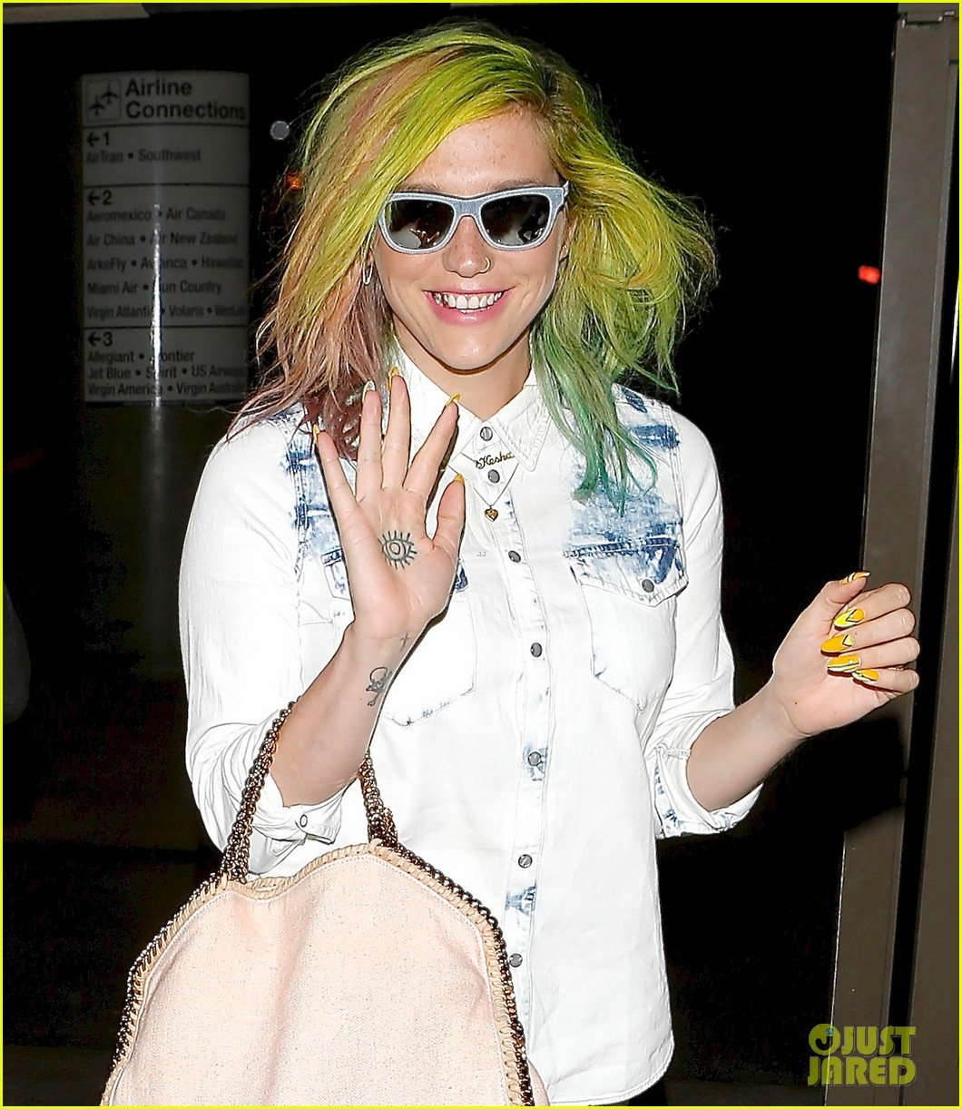 kesha happily departs from lax after attending coachella 023093758