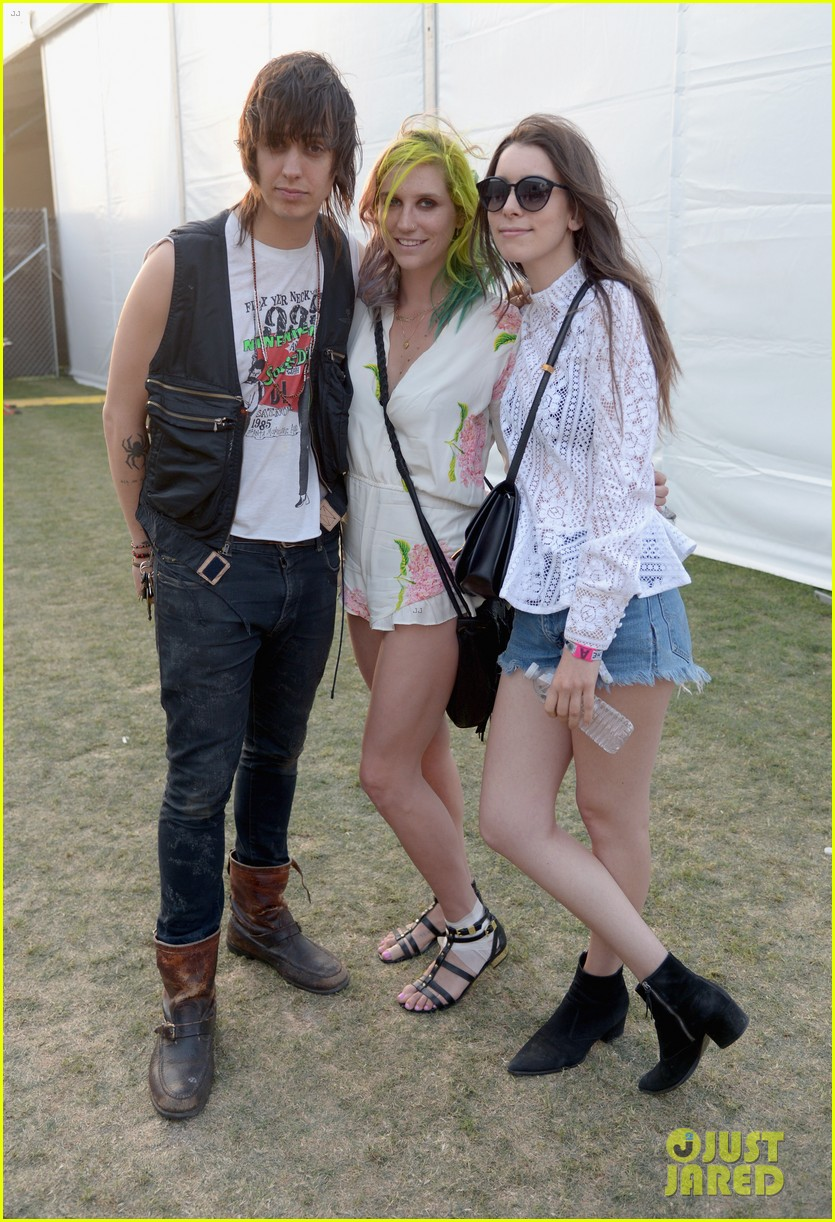 kesha celebrates her recovery with music at coachella 053090101