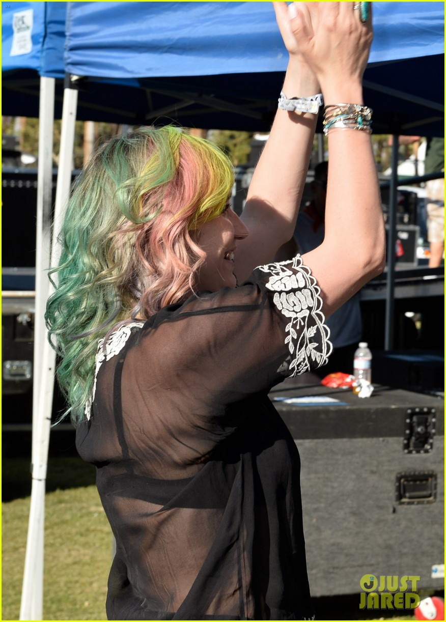 kesha celebrates her recovery with music at coachella 083090104