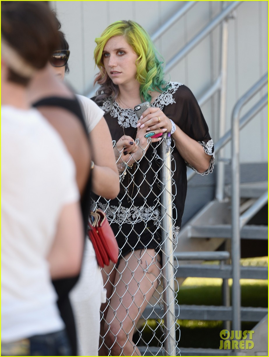 kesha celebrates her recovery with music at coachella 133090109