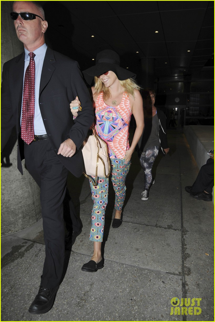 kesha returns from tahiti getaway with a glowing tan 05