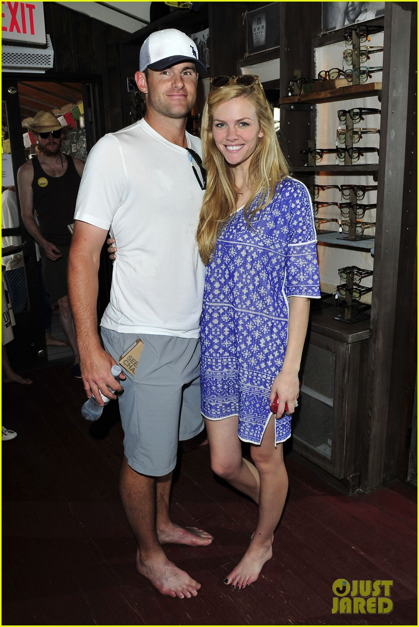 dianna agron jaime king go without shoes for toms 053101789