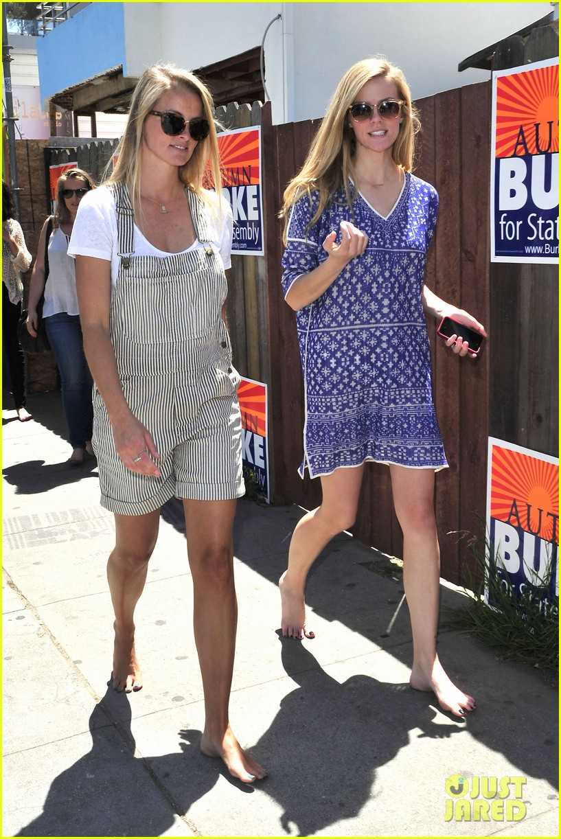 dianna agron jaime king go without shoes for toms 063101790